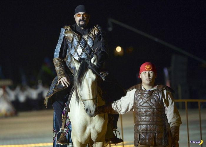 Стивен Сигал тусит в Киргизстане