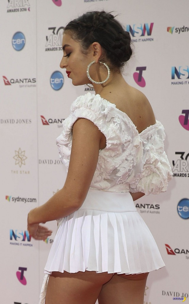 Мощное платье Charli XCX