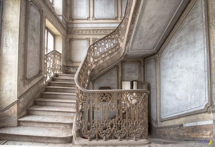 Странный заброшенный дом