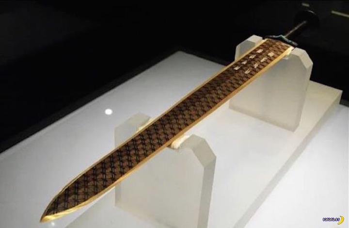 Китайский меч возрастом 2500 лет