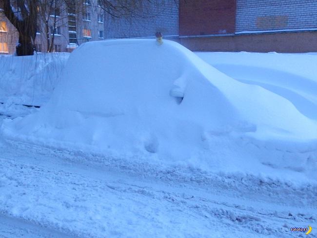 Снег вокруг машины – проблема её владельца
