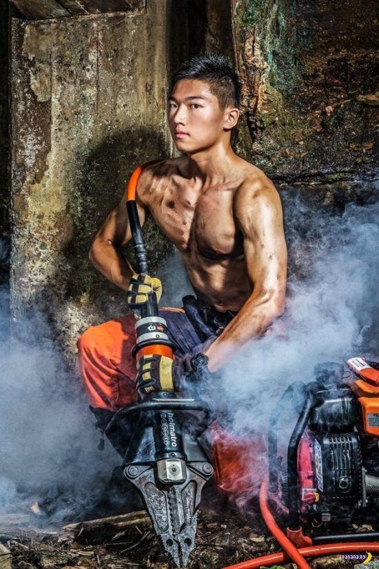 Снова календарь с сексуальными пожарными