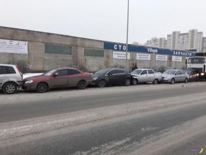 """МАЗ собрал рекордный """"паровозик"""" в Петербурге"""