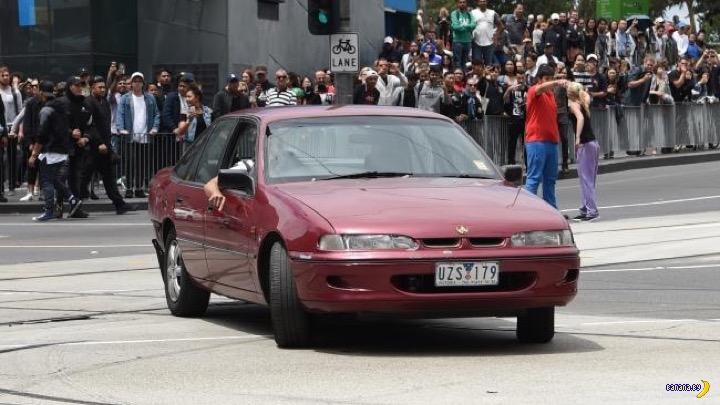 В Мельбурне мужчина стрелял и давил людей