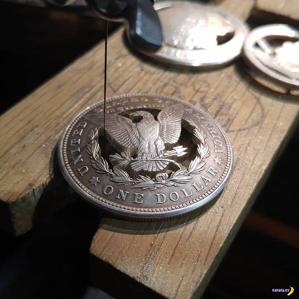 Старые монеты превращаются в новые аксессуары