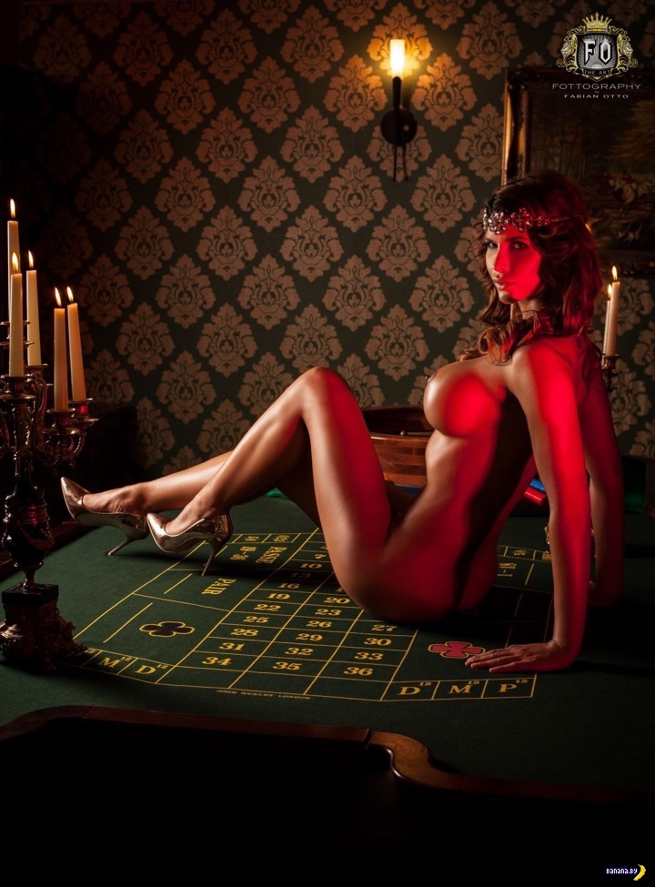 Тело на столе рулетки в казино