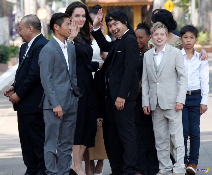 Анджелина и толпа