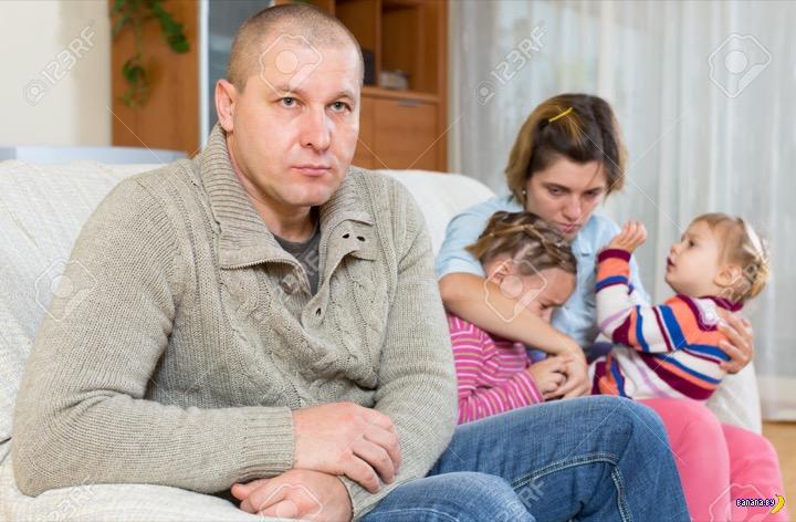Средняя зарплата в Беларуси пробила $400 вниз