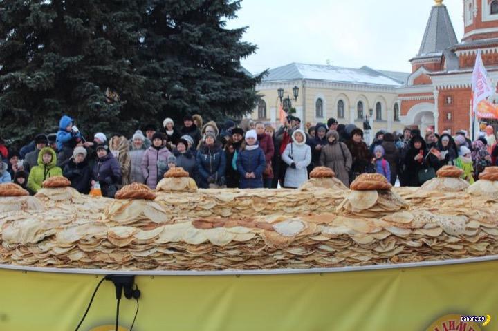 Самый большой блинный пирог в мире