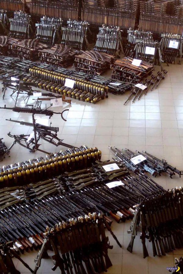 Очень много оружия