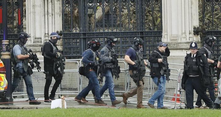 Лондон после теракта, много фотографий