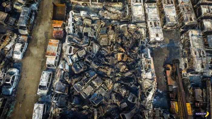 В Китае сгорела автосвалка