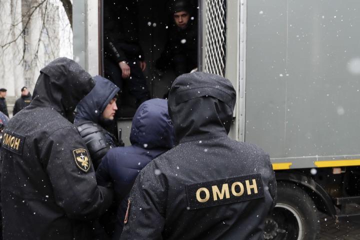 Минск и День Воли на фото мировых агентств
