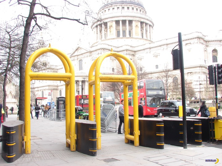 Лондон утыкают защитными барьерами
