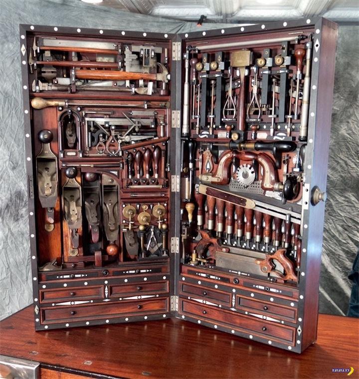 Набор инструментов из 19 века