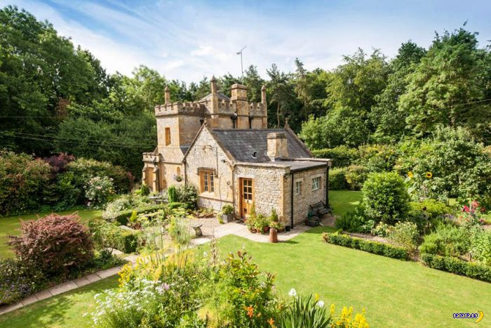 Самый маленький замок Англии продаётся