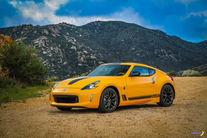 Банановый Nissan 350Z Coupe Heritage Edition