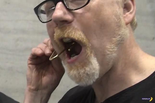 Как в кино создают фонтаны крови изо рта?