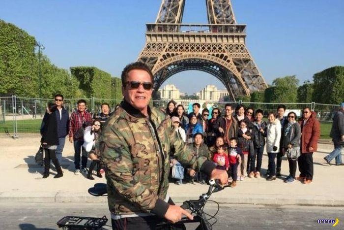 Шварц троллит туристов