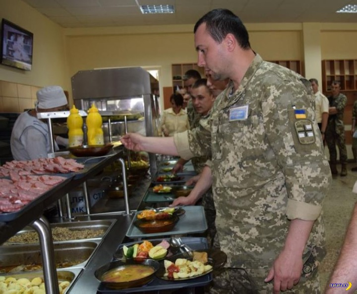 Украинская военщина хорошо питается!