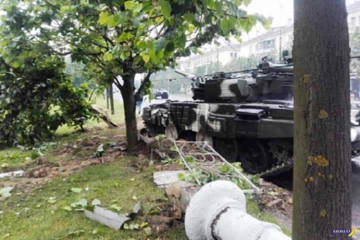 Минск, столб, танк