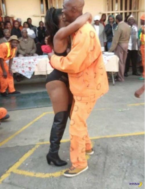Стриптизёрки в тюрьме?