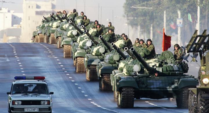 По Минску танки грохотали