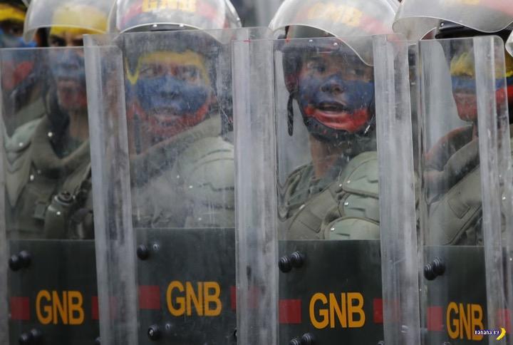 В Венесуэле лупят друг друга –это политическая борьба