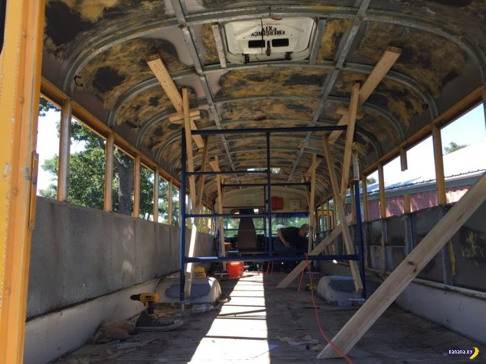 Еще один школьный автобус стал домом на колёсах