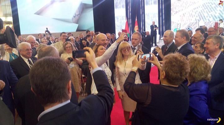 Лукашенко сорвался в селфи