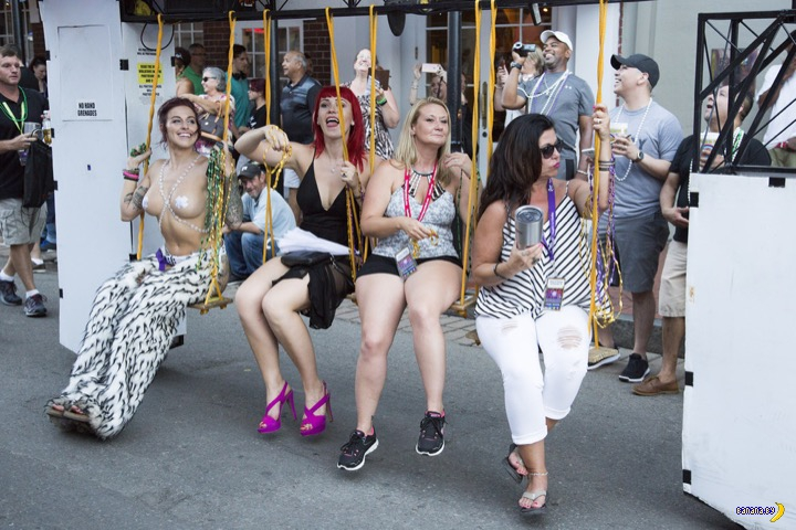 Слёт и парад свингеров в Новом Орлеане