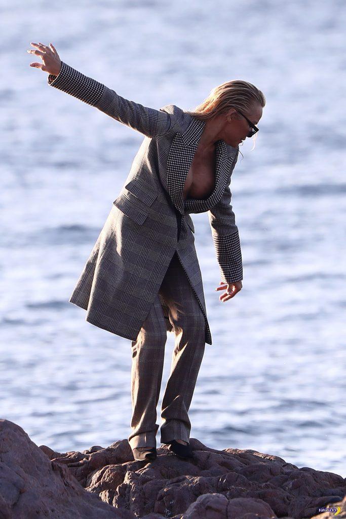 Кто, кто... Памела Андерсон в пальто!