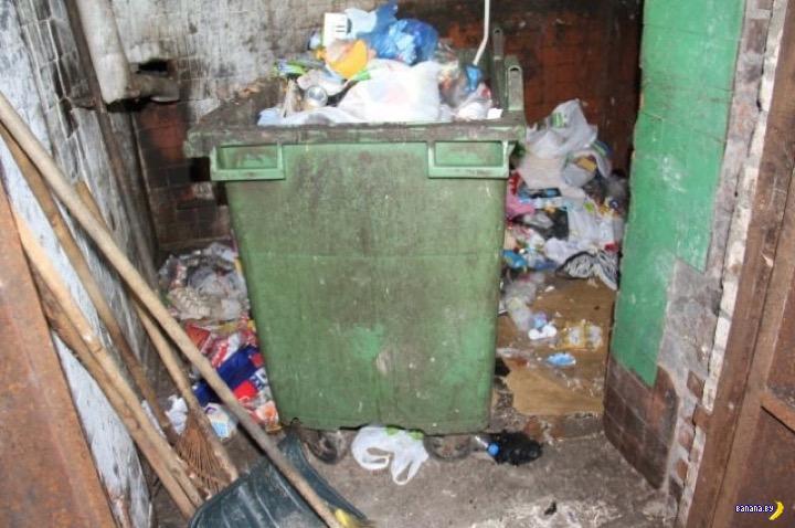 В мусорный бак