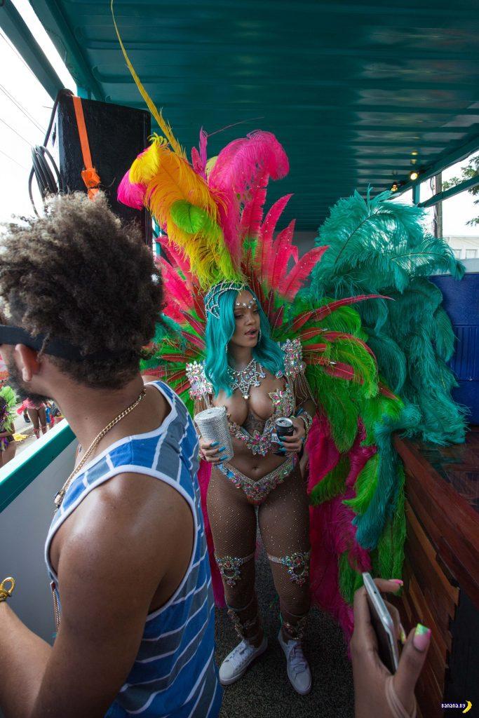 Рианну видели на Барбадосе