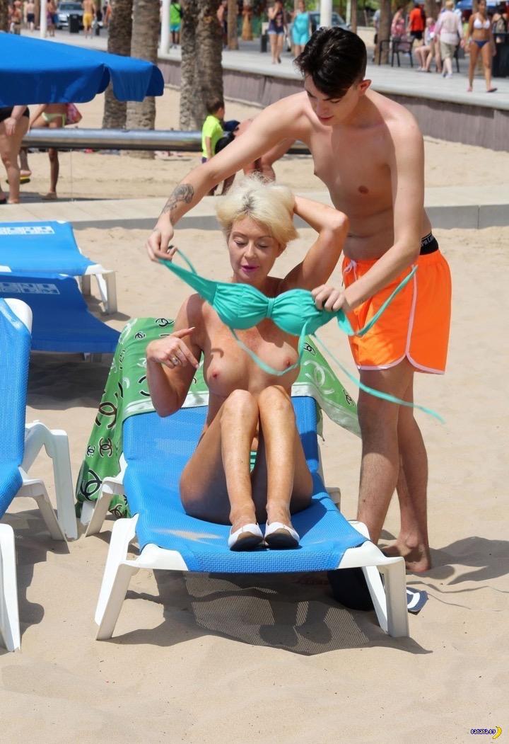 Лорен Харрис на пляже