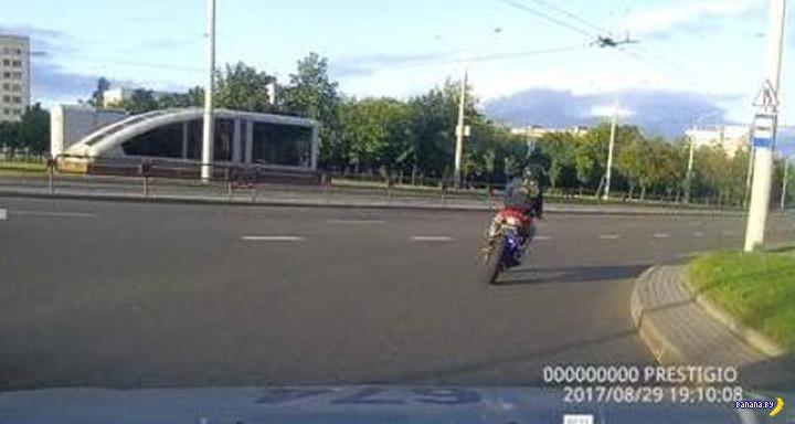 По Минску гоняли мотоциклиста