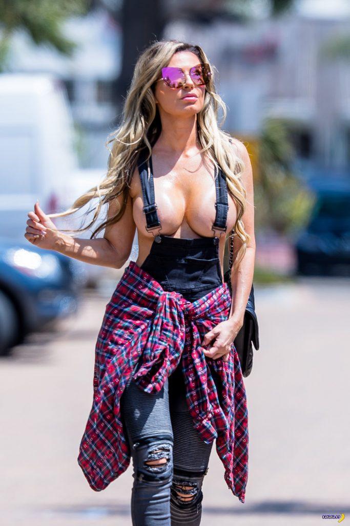 Ана Брага прошла по улице в Малибу