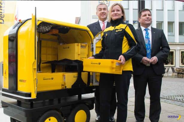 В Германии робот преследует почтальона!