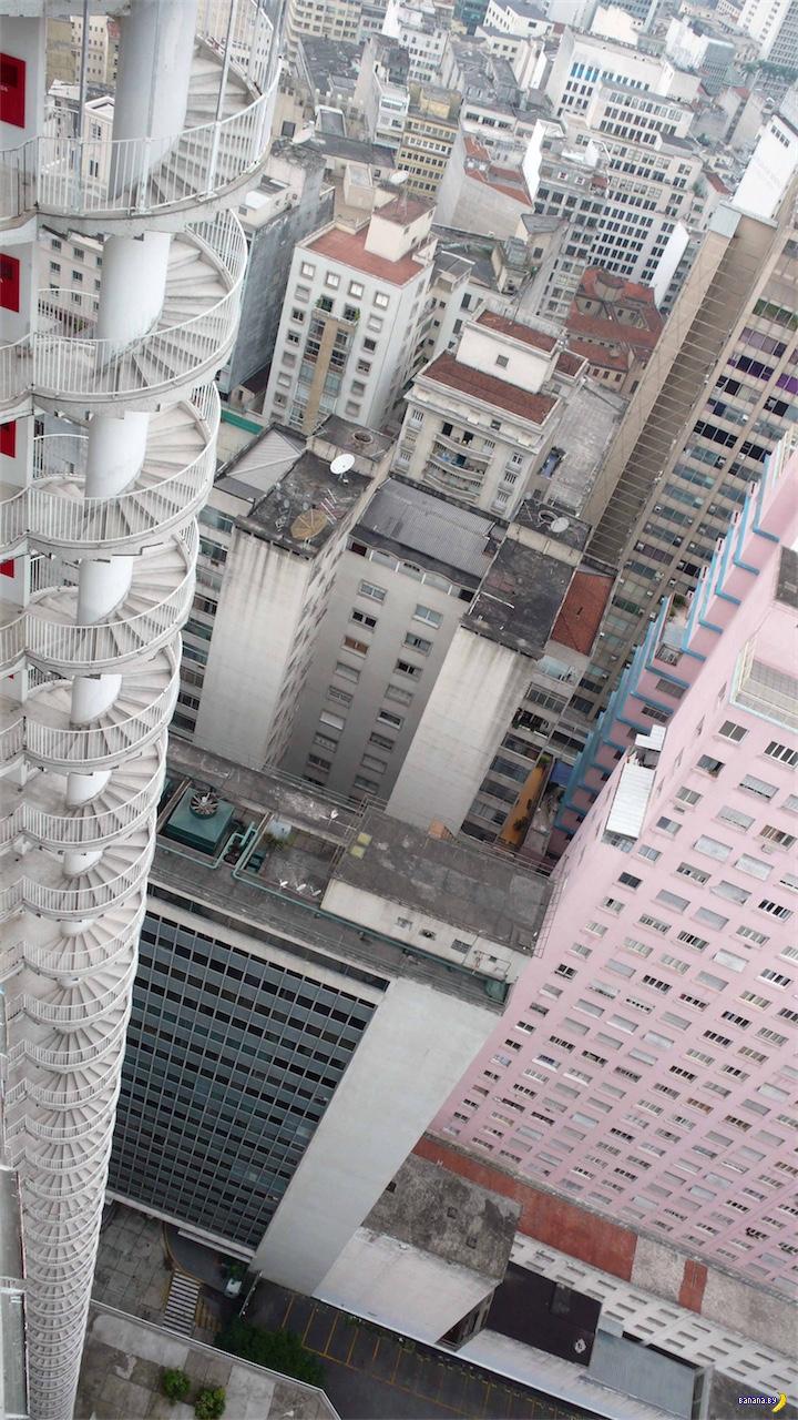 Необычное решение с винтовыми лестницами