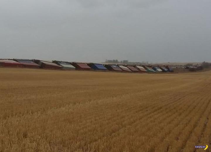 В Канаде ветер пускает под откос поезда