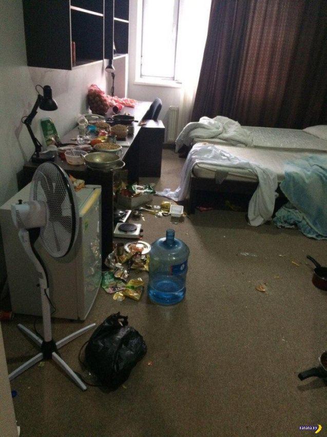 Студенты из Индии и их комната в общаге