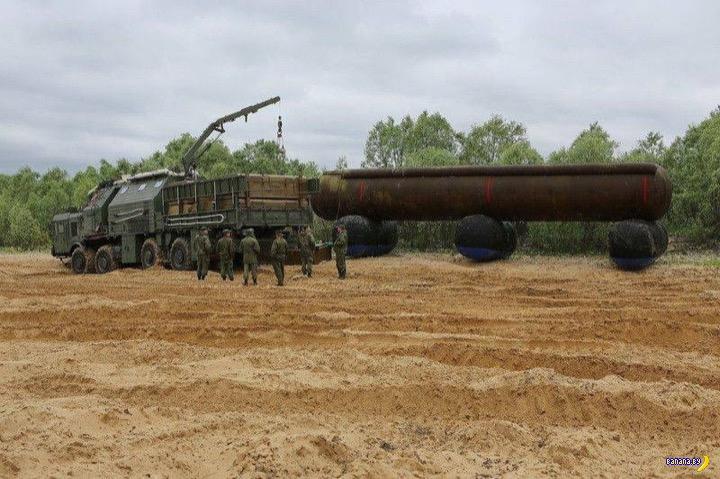 Машина МОИМ и надувные ракеты