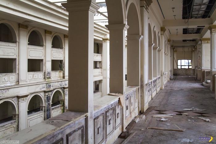 Заброшенный шикарный отель