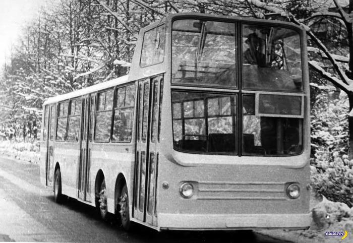 Автобус с чердаком для водителя