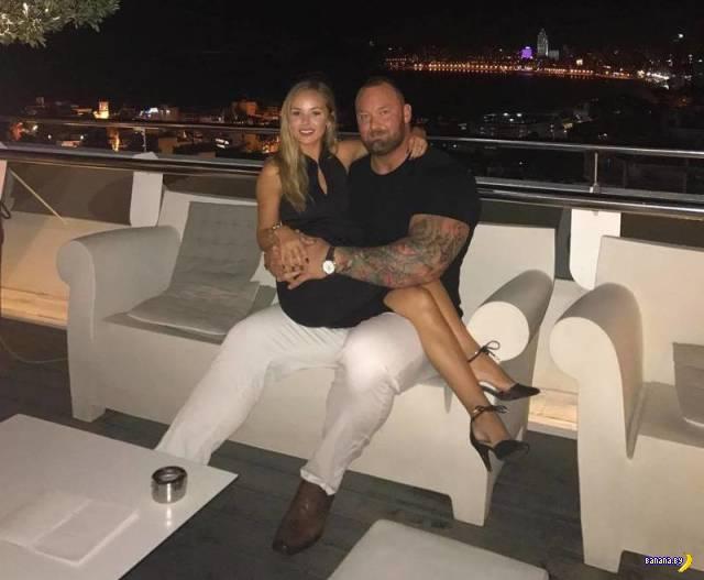 Хомяк и банан: Хафтор Бьёрнссон и его девушка