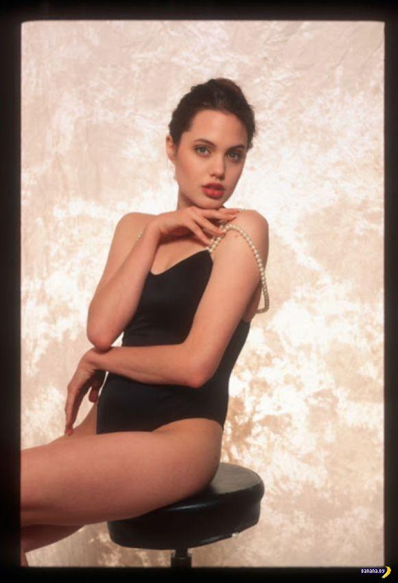 Юная Анджелина Джоли