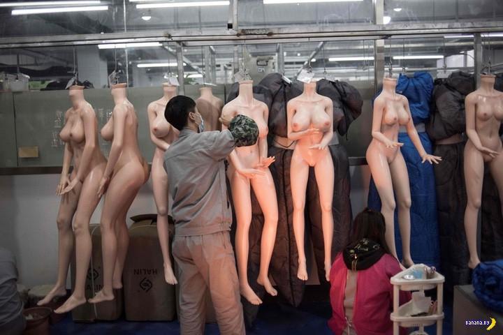 Очередной репортаж с очередной фабрики секс-кукол