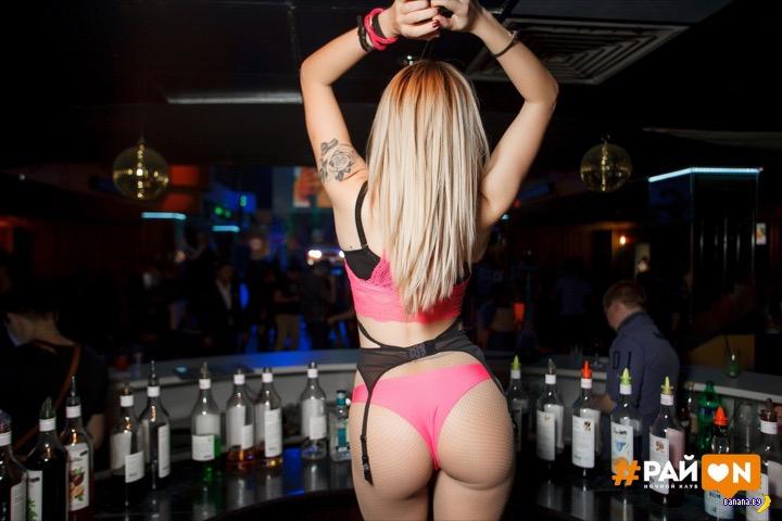 Минет в клубе за бесплатные коктейли