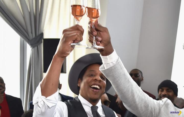 Рэпер Jay-Z пил шампанское с друзьями
