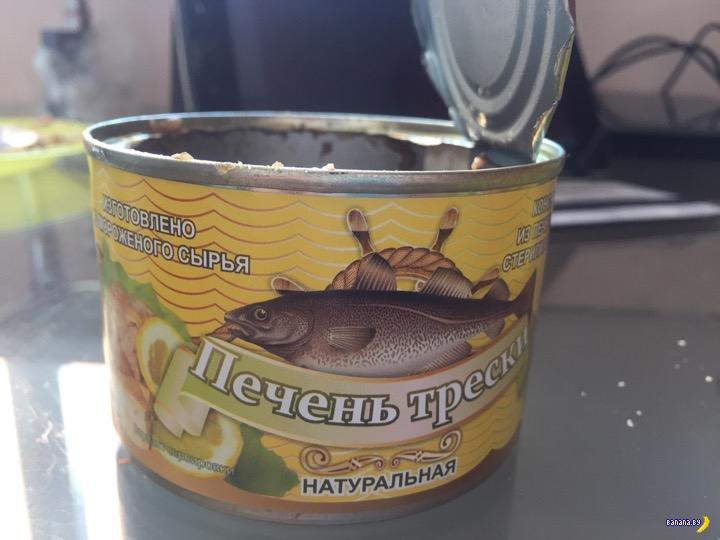Что делают черви банке с рыбными консервами?